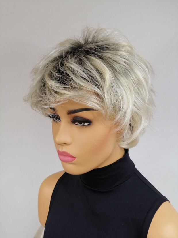 Peruka Jasny Blond Krótka Piękna Fryzura